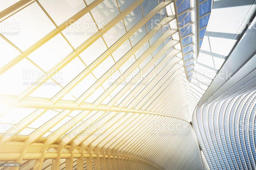 Arquitectura moderna y bien iluminada - foto de stock