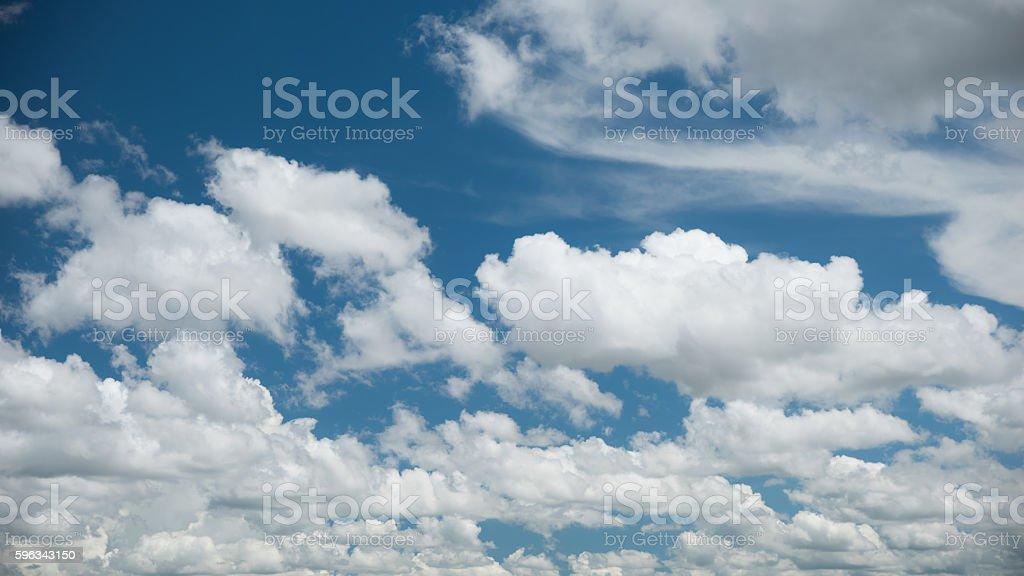 Hellen Himmel und weiße Wolke Lizenzfreies stock-foto