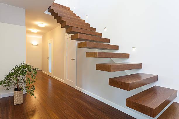 espace lumineux et élégant hall - marches marches et escaliers photos et images de collection