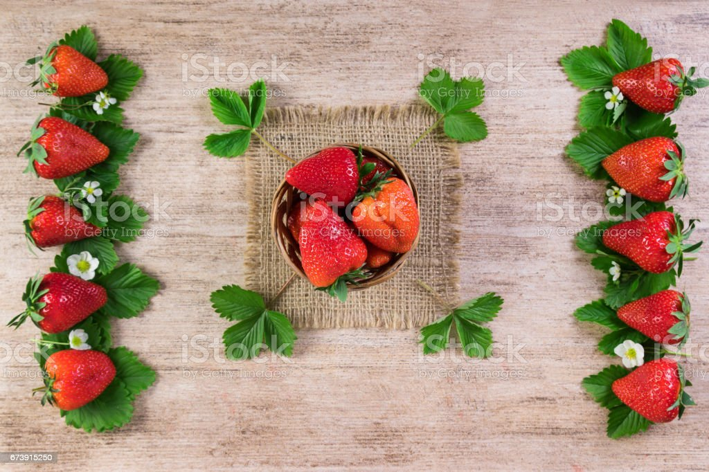 Bright strawberries still life on light wooden background. Top view photo libre de droits
