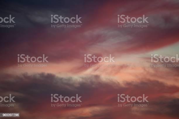 Jasne Niebo Zachodu Słońca - zdjęcia stockowe i więcej obrazów Bez ludzi
