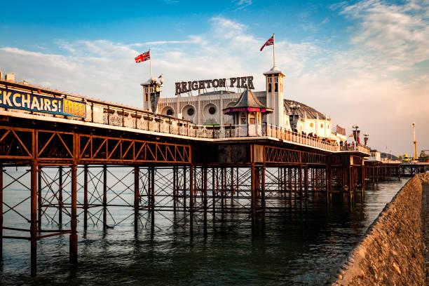 Brighton Pier al atardecer en Sussex, Inglaterra, Reino Unido - foto de stock