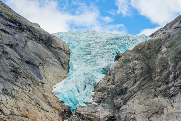 Briksdalsbreen-Gletscher mit schmelzendem blauem Eis – Foto