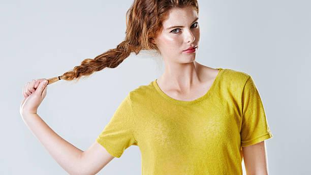 brilhante beleza - puxar cabelos imagens e fotografias de stock