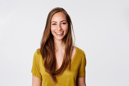 Brilliant Smile On Beautiful Brunette Portrait 照片檔及更多 25歲到29歲 照片