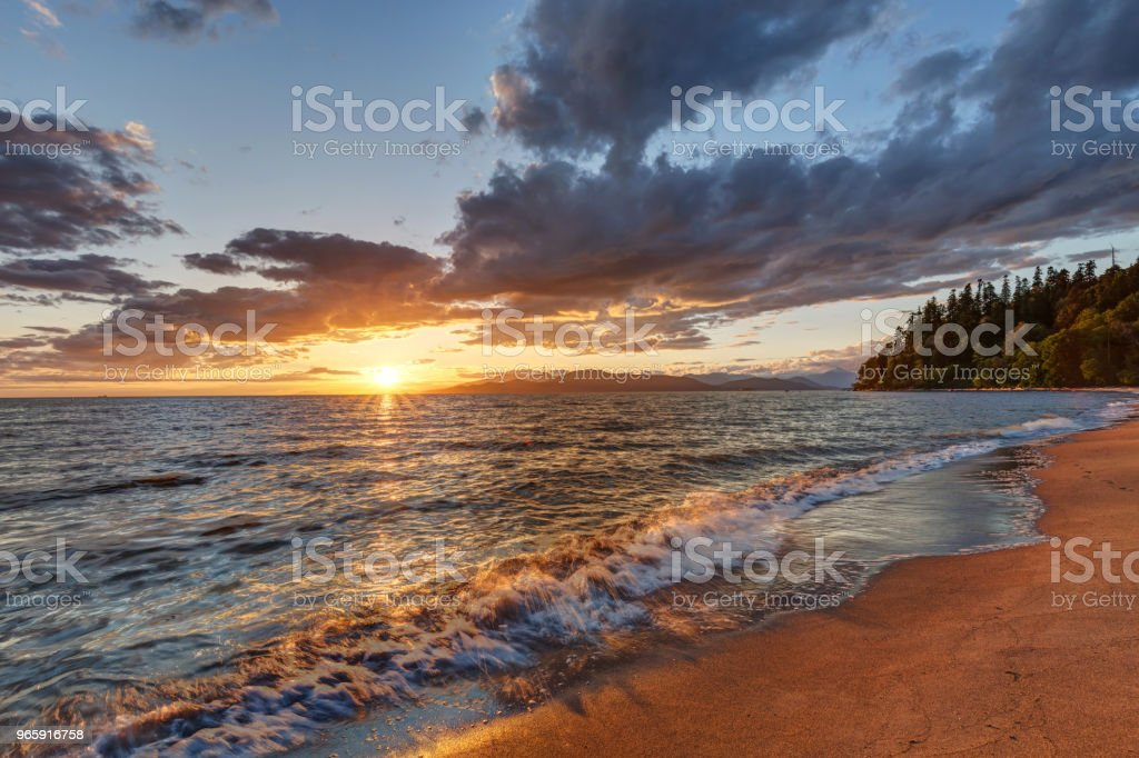 Schitterend zonsondergang op het wrak strand, Vancouver, BC, Canada - Royalty-free Achtergrond - Thema Stockfoto