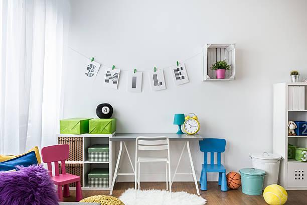 bring on the color for kids - kinderzimmer wand stock-fotos und bilder