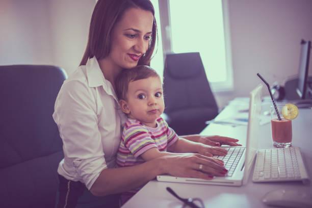 bring your child to work day - letzter arbeitstag stock-fotos und bilder
