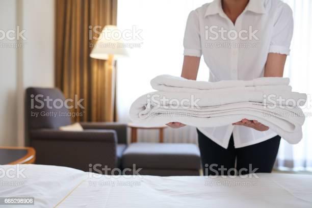 Bringing fresh towels picture id665298906?b=1&k=6&m=665298906&s=612x612&h=uuti3hpma96u5t2obifbcdaywy6tbcal xjbpqdaa4i=
