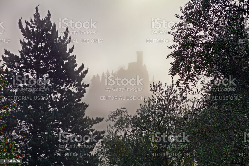 Brisighella, Ravenna, Emilia-Romagna, Italy: landscape on a foggy morning with the ancient tower in the background - foto stock