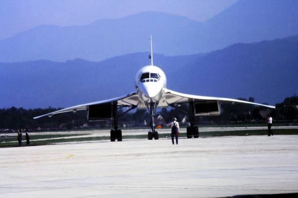 british aerospace concorde vue de face - avion supersonique concorde photos et images de collection