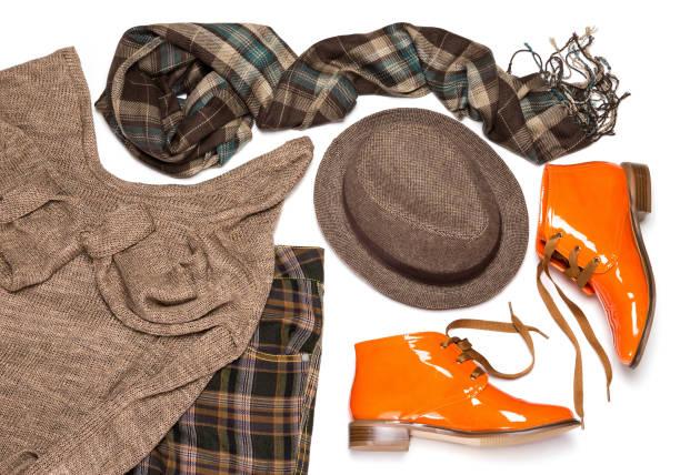 britische mode-stil-frauen-outfit - schuhe auf englisch stock-fotos und bilder