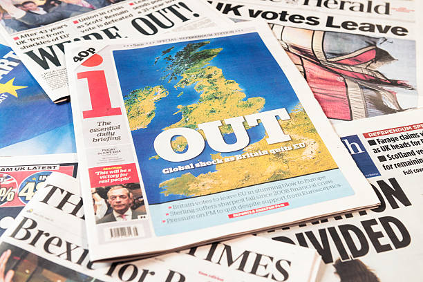 british newspaper frontpages following brexit vote result - brexit stockfoto's en -beelden