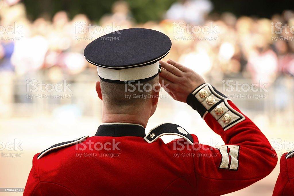 Britische Soldaten Salutieren in royal-parade – Foto