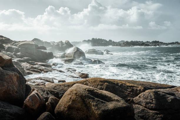 Brittany in the storm Côte bretonne à l'ouest de Ploumanc'h rocky coastline stock pictures, royalty-free photos & images