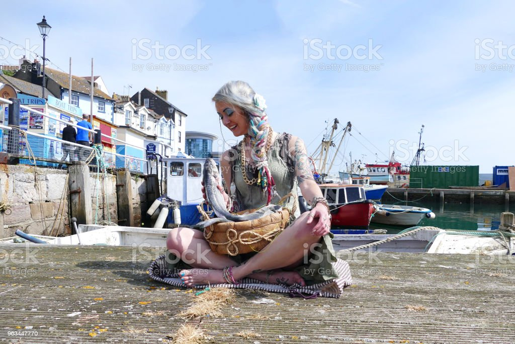 Brixham Devon Fishtown Fish Seller Girl - Zbiór zdjęć royalty-free (Brixham)