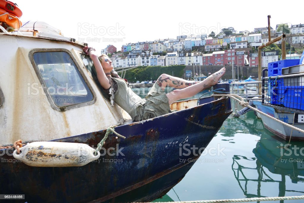 Brixham Devon Fishtown Fish Seller Dziewczyna - Zbiór zdjęć royalty-free (Brixham)