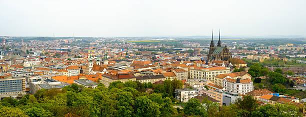 Brno día el paisaje de la ciudad antigua - foto de stock