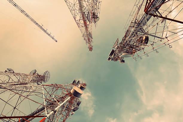 antenna radio - ripetitore foto e immagini stock