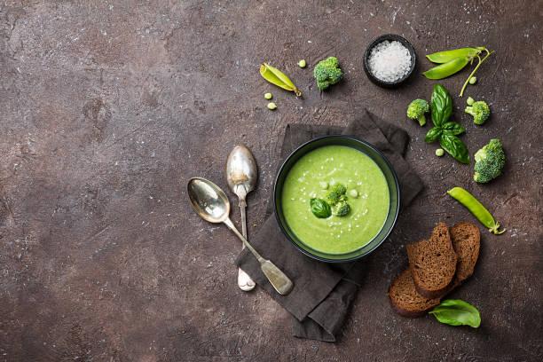 broccoli-cremesuppe - spinatsuppe stock-fotos und bilder