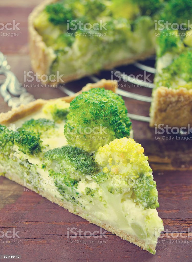 Broccoli quiche, tart with cheese and cream foto stock royalty-free