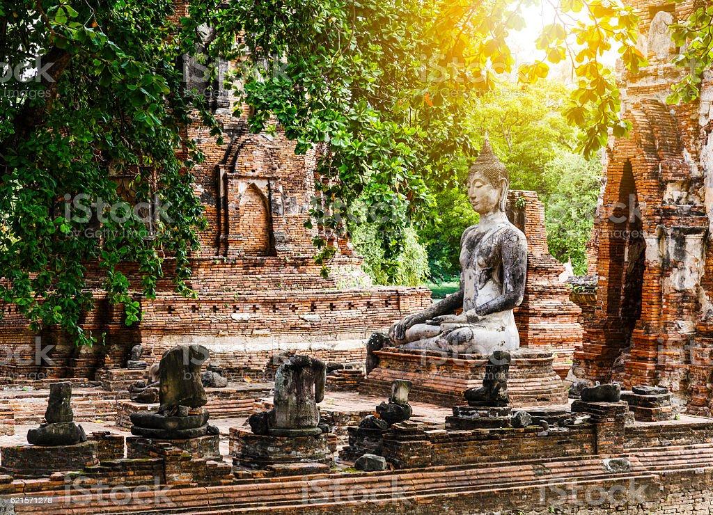 Broken buddha at Ayuttaya photo libre de droits