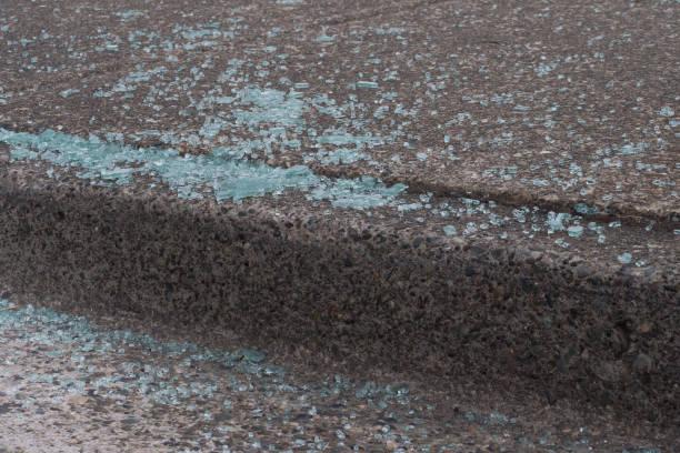 Zerbrochenes Autoglas auf Gehweg einbruch – Foto