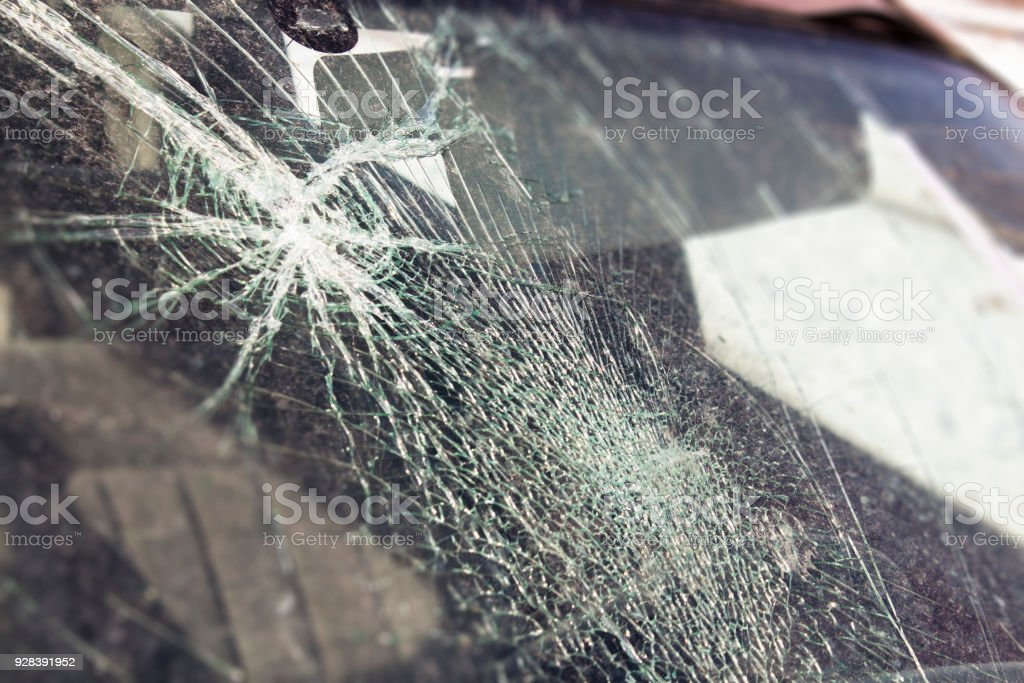 broken car window, an accident on the road. Safe movement. – zdjęcie