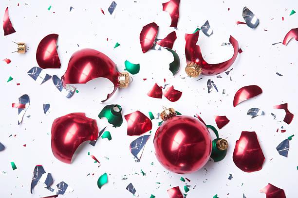 Broken Weihnachtsornamente – Foto
