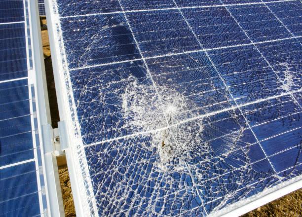 Gebrochen zerstört rissige Loch in Solarpanel – Foto
