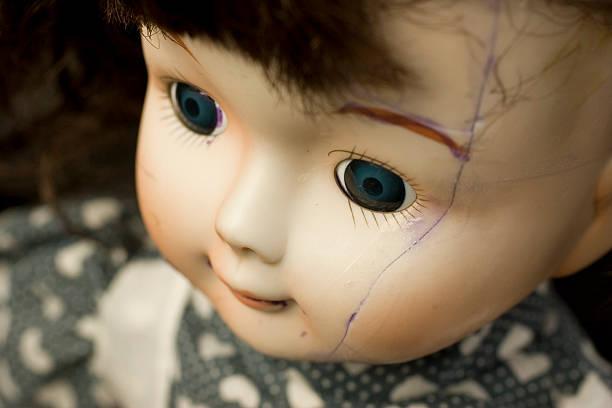 broken muñeca de - muñeca bisque fotografías e imágenes de stock