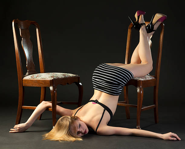 ragazza rotto - donna seducente foto e immagini stock