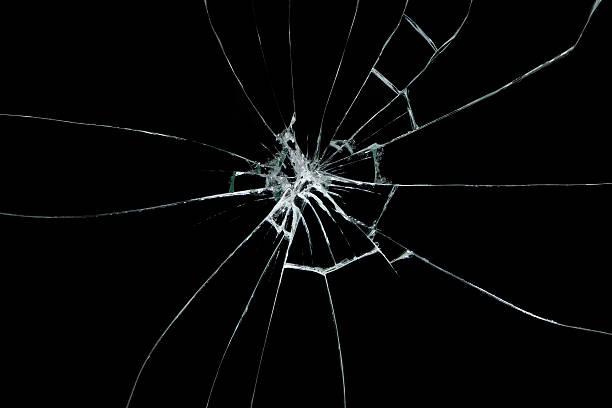 złamane szkła na czarnym tle - popękany zdjęcia i obrazy z banku zdjęć