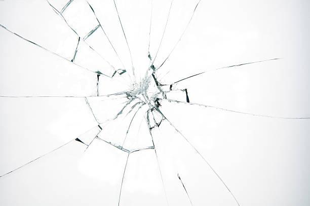 złamane szkła na białym tle - popękany zdjęcia i obrazy z banku zdjęć