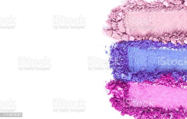 Broken golden and pink eye shadow set isolated on white picture id1171873757?b=1&k=6&m=1171873757&s=612x612&h=3rcgipdxslnik24m zmipzbfgnxfr1b8b9zbg hs cy=