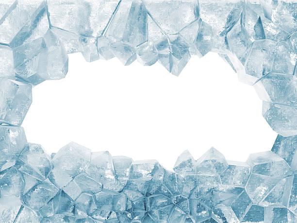 сломанный лед стене, изолированные на белом фоне - иней замёрзшая вода стоковые фото и изображения