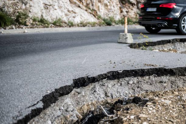 Broken road – Foto