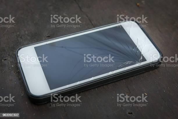 Uszkodzony Telefon Z Ekranem Dotykowym - zdjęcia stockowe i więcej obrazów Fotografika