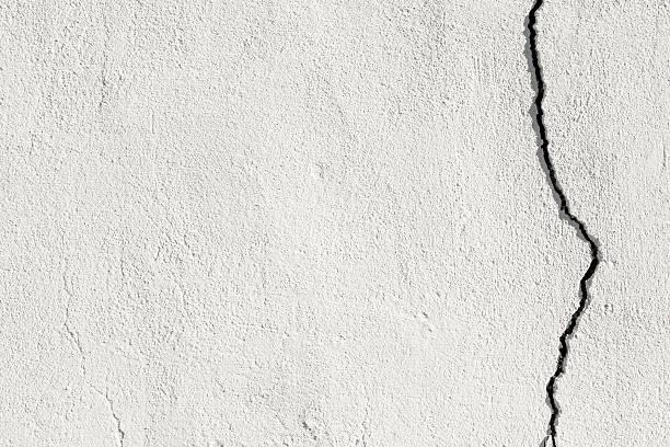 mur cassée - adobe photos et images de collection