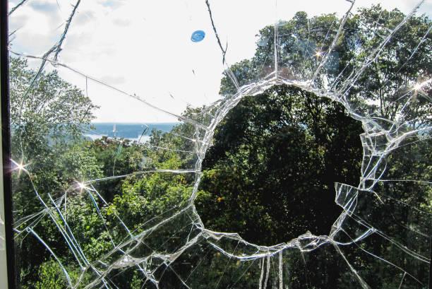 Zerbrochenes Fenster – Foto