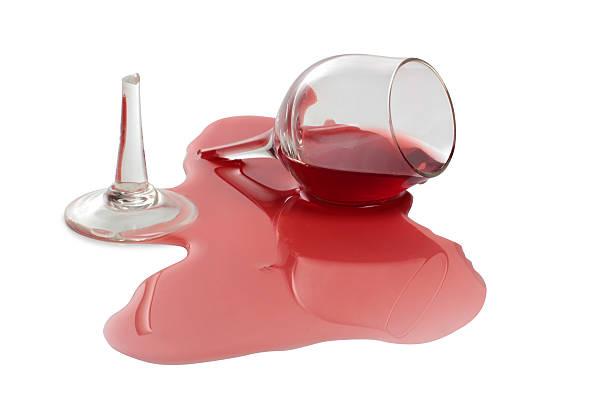Złamane szkła na białe wino – zdjęcie