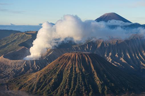 Bromo Vulkaan Berg In Een Ochtend Oostjava Indonesië Stockfoto en meer beelden van Avontuur