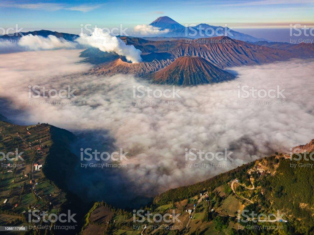 Bromo Vulkan bei Sonnenaufgang, Ost-Java, Indonesien – Foto