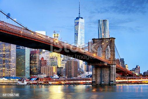 Brooklyn bridge and WTC Freedom tower at night, New York