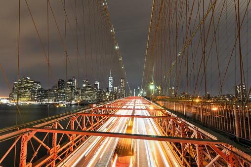 Brooklyn Bridge Bij Nacht Stockfoto en meer beelden van Architectuur