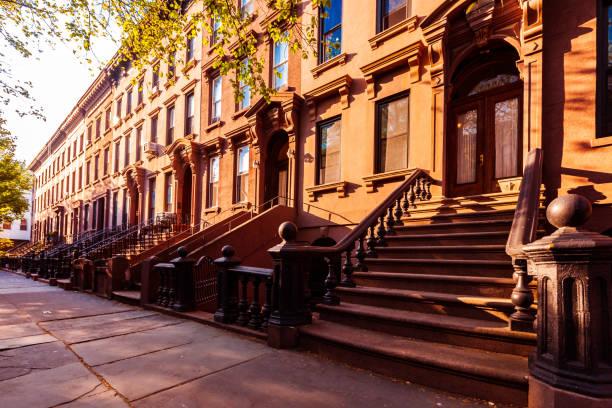 Edifícios de apartamento do Brooklyn Brownstones - foto de acervo