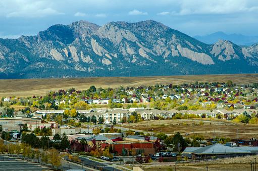 Broomfield Colorado And The Flatiron Mountain Range Stock Photo - Download Image Now