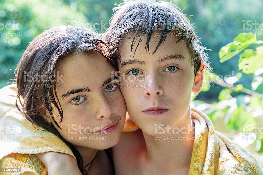 Сестра с братом купаются