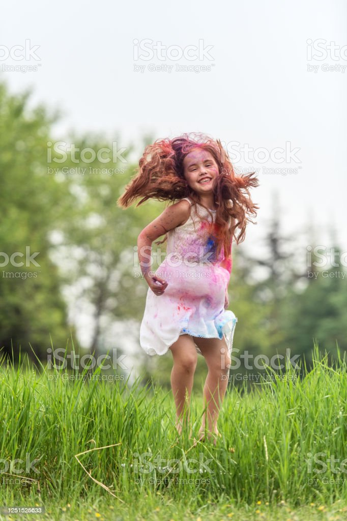 Brother and sister in backyard, playing with colored powder - Royalty-free Boys Stock Photo