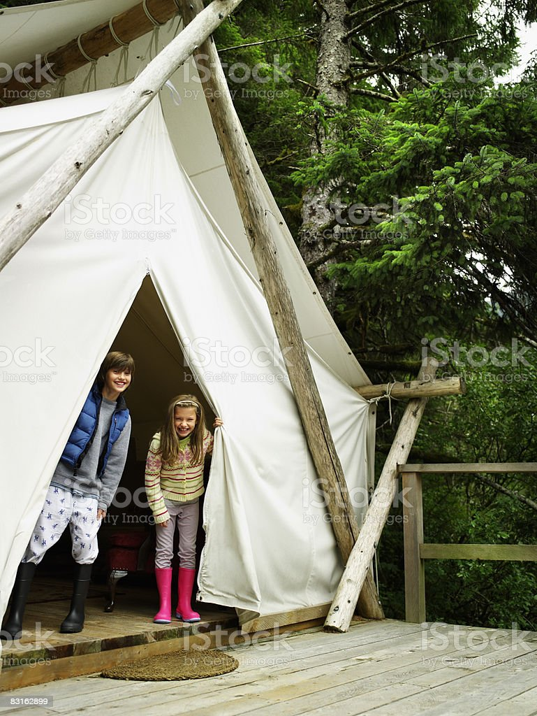 Brother and sister in doorway of tent. royalty free stockfoto